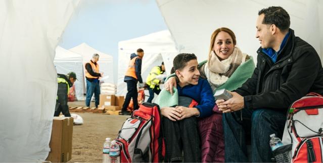 Οικογένεια συνεχίζει κανονικά το καθημερινό της πρόγραμμα μετά από καταστροφή