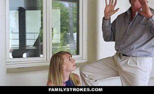 Pai batendo siririca para filha loirinha da buceta rosa