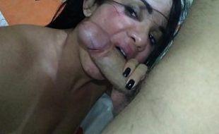 Casal porno amador metendo gostoso com direito a gozadas na boca
