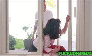 Cunhada dando pra vizinho e ele participa