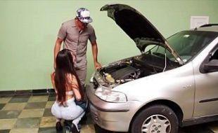 Cavala brasileira traindo marido com mecanico