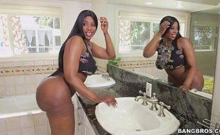 Enrabando gostoso mulher bunduda negra empregada domestica