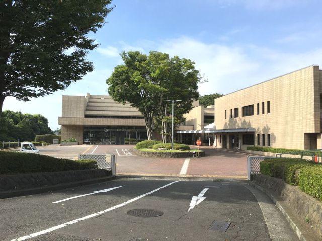 横浜市戸塚斎場外観&駐車場景観
