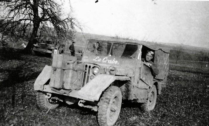 Photographie de la jeep de soldats américains entrant dans le camp le 11 avril 1945 © AFBDK