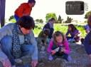 Némo, Imen, Louanne et Chaynese, futurs archéologues, ont débuté leurs premières fouilles à Lattara ! La relève est là.