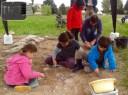 Deuxième jour de fouille à Lattes pour les enfants, avec Bonne Pioche et l'équipe de Lattara.
