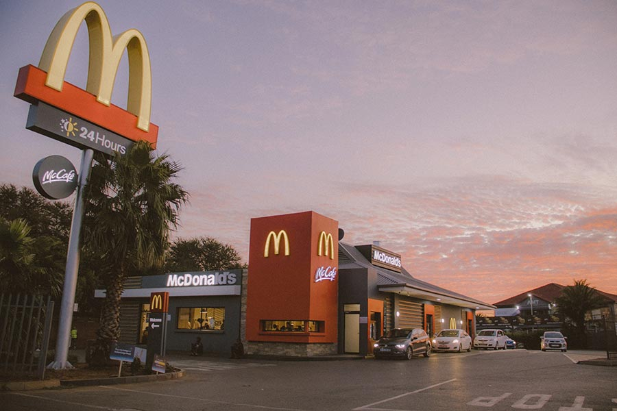 Rede de franchising McDonald's mantém apenas McDrive e McDelivery