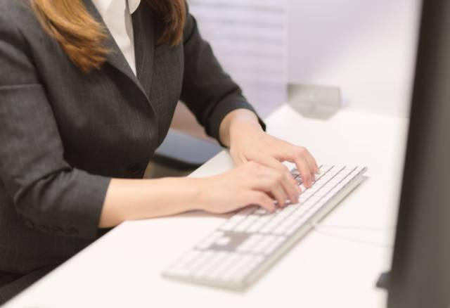 家に居ながらお金儲け?副業でデータ入力をしてる50代女性を紹介します