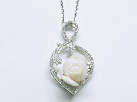 p-368 Pendant with diamonds & a coral rose, 18K white gold