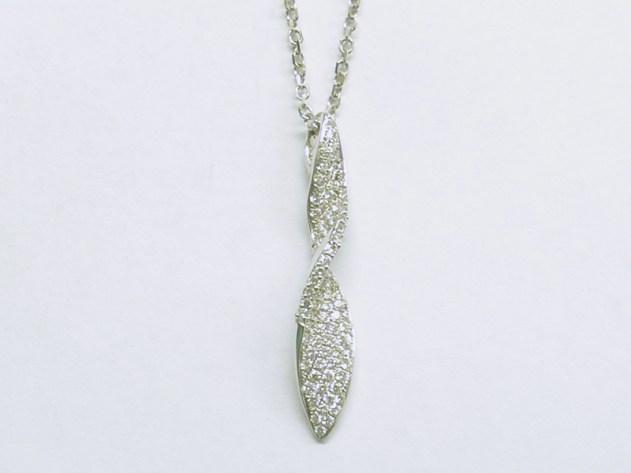 p-379 Diamond pendant with a slight twist, 18K white gold