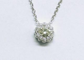 p-388 Diamond pendant in a flower design, 18K white gold