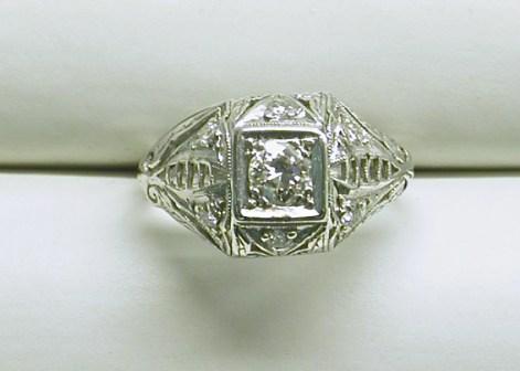 SB 2925 Filagree Estate Diamond Platinum Ring