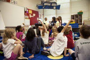 Atelier dans une classe d'enfants