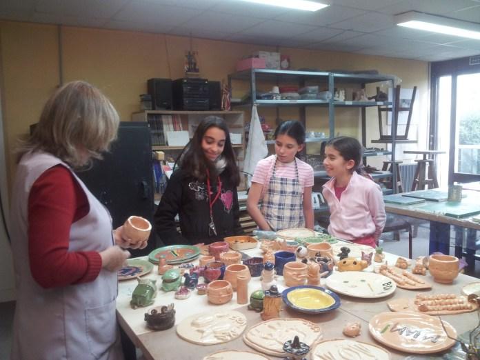 Atelier d'art plastique enfants : Découverte des poteries une fois cuites