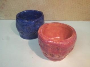 Deux bols colorés