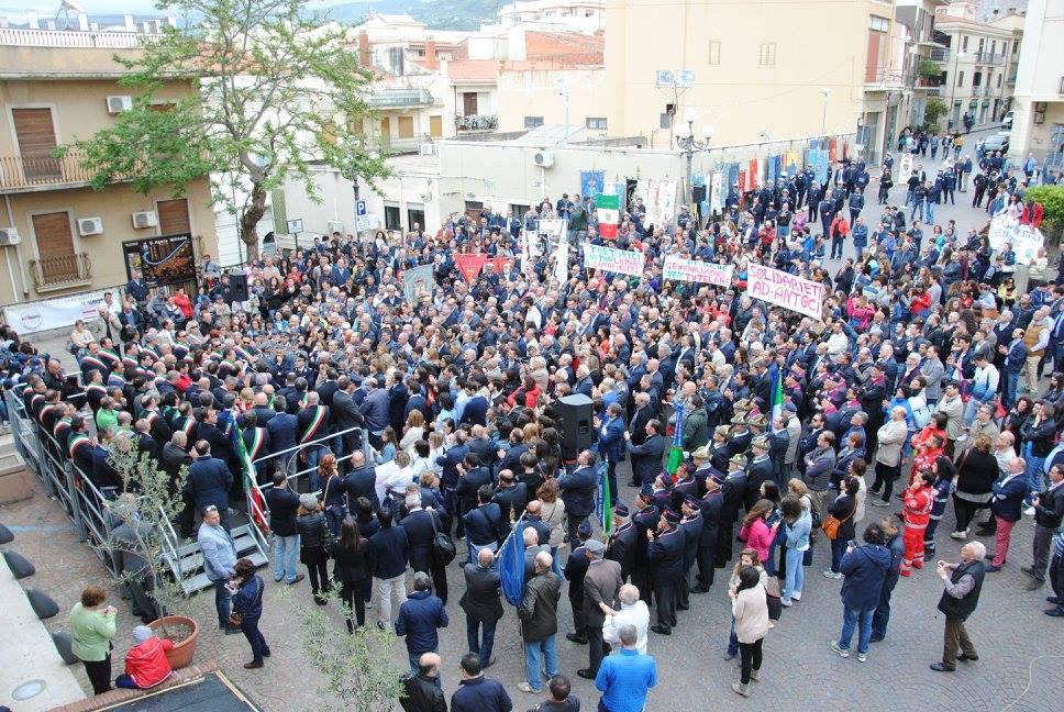 SANT'AGATA MILITELLO, cinquemila alla marcia di solidarietà per il presidente del Parco dei Nebrodi
