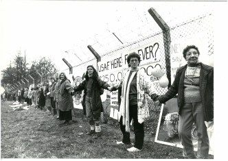 greenham-common-women-linking-hands-cacaad0de843bbdb506e190de72da157-