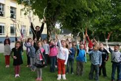 Julien Lannou avec les élèves de l'école publique de Maël-Carhaix