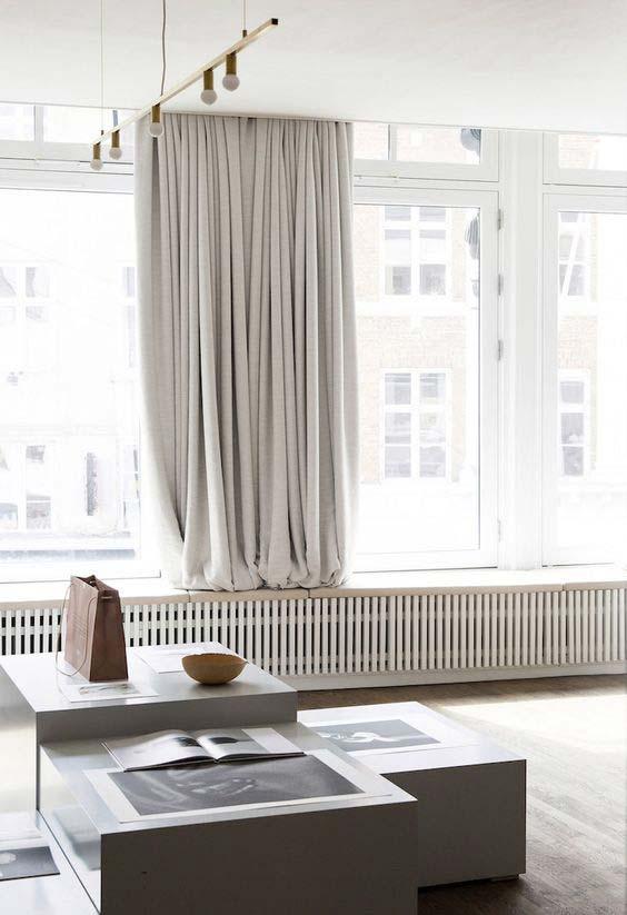 Perfette per interni ed esterni grazie al loro design semplice e lineare, le tende rollbox e topbox di mottura proteggono dal caldo, dalla luce, dagli sguardi indiscreti arredando la casa con un. Tende Moderne Per Interni Tutto Cio Che Devi Sapere