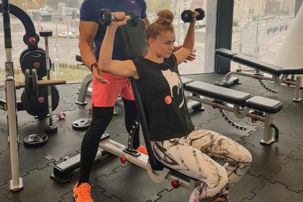 Kurs trenera personalnego Poznań - zdjęcie na siłowni