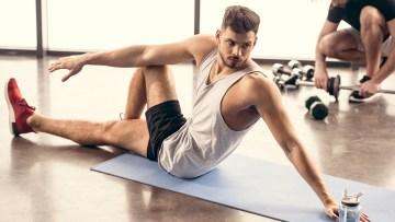 szkolenie zdrowy kręgosłup, ćwiczący mężczyzna