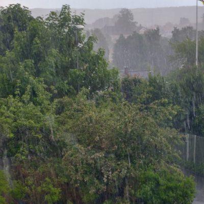 Häftiga regnväder