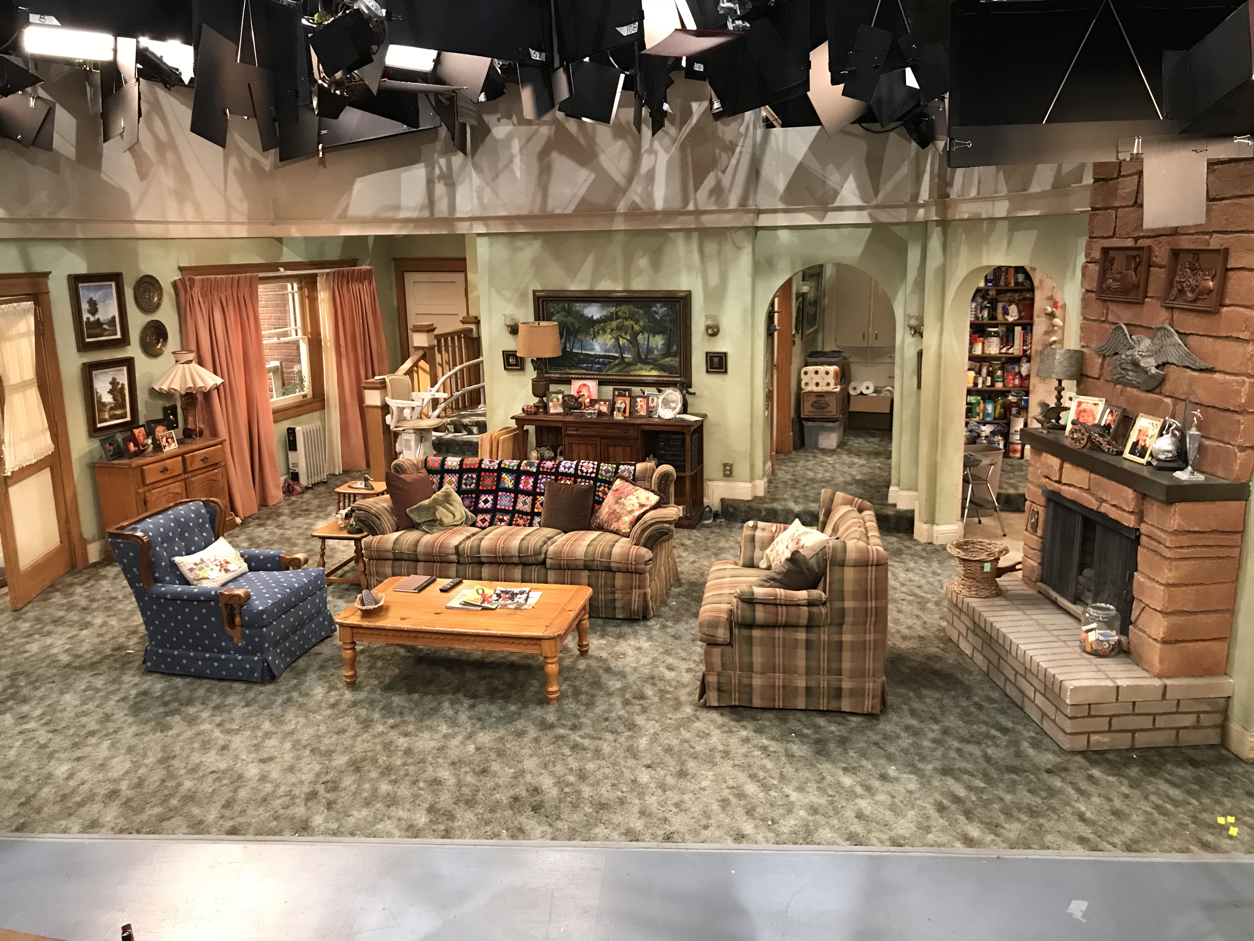 Roseanne Is Back Secrets From The Set As The Bunny Hops