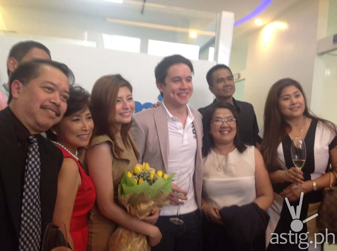 (from left) Dr. Jon Acosta, Dra. Mae Acosta, Compleat Smile Model Michelle Go, ABS-CBN Celebrity Arjo Atayde, Dra. Ebot Velasquez, Dra. Cathy Guico and Jun Arioder
