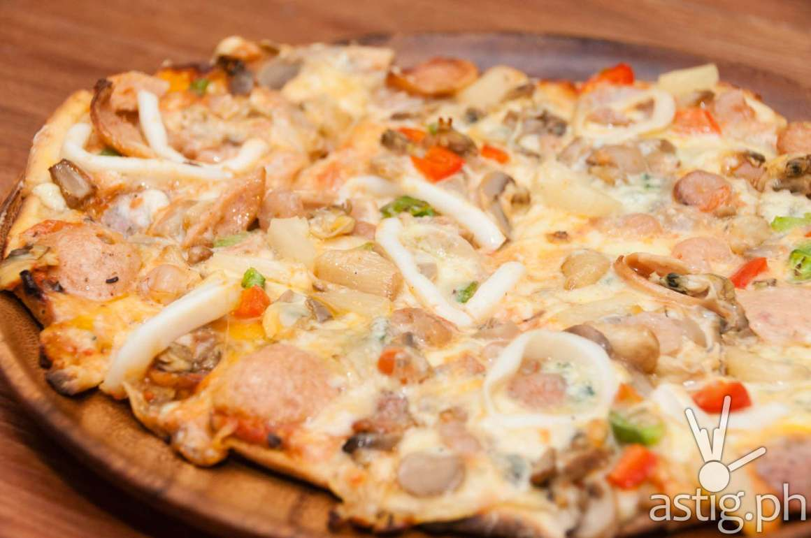 Our Mad for Pizza creation: four different cheeses (with blue cheese) and sea food pizza