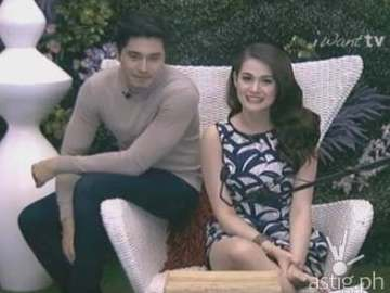 Paulo Avelino and Bea Alonzo inside the PBB house's confession room