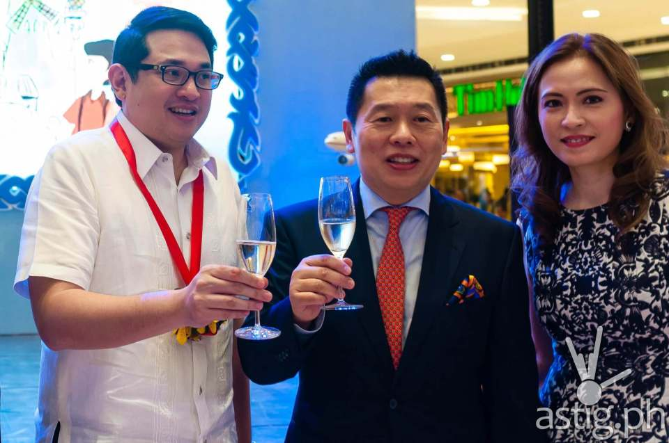 Senator Bam Aquino does a toast in honor of 25 successful years for The French Baker