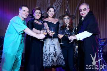 Marriott Cebu's General Manager Patrick Carroll, Marriott Cebu's Director of Marketing Cleofe Albiso, TV Personality Ruffa Gutierrez, Marriott Manila's Director of Marketing Cristy Carreon and Marriott Manila's General Manager Bruce Winton