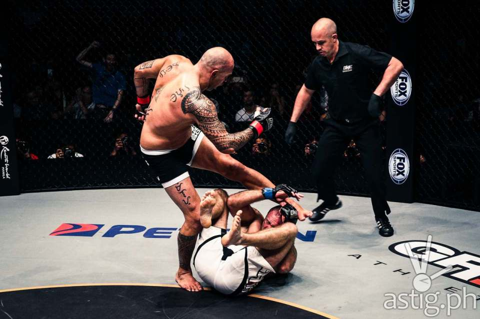 Brandon Vera lands a counter left squarely into Igor Subora, earning him a knockout victory with only a minute remaining in round 1
