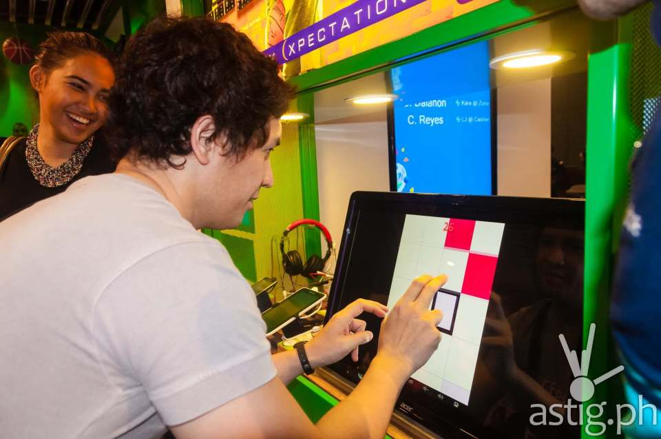 Customers can interact and play with the digital displays at the Globe Telecom GEN3: Next Act store in SM North EDSA