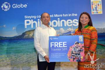 Tourism Promotions Board Chief Operating Officer, Domingo Ramon Enerio III and Globe SVP for International Business, Rizza Maniego Eala Globe Traveler SIM