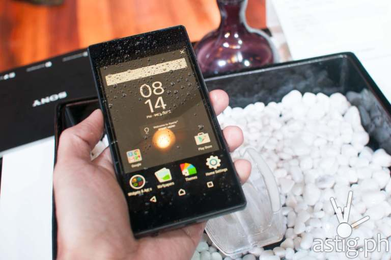 Sony Xperia Z5 is rated IP65 and IP68 dust proof and water proof