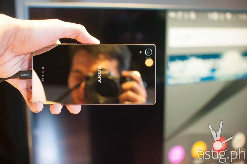 The Sony Xperia Z5 Premium is so shiny, you can use it as a mirror!