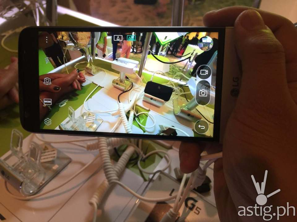 The wide-angle lens lets you take breathtaking landscape pictures on your LG G5