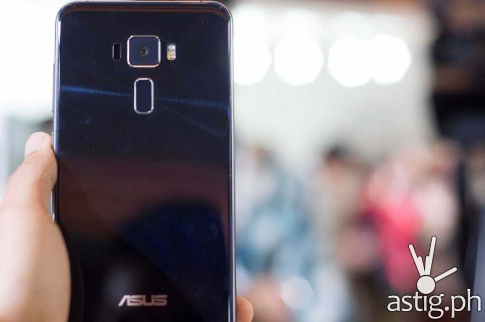Zenfone 3 is equipped with a 16MP rear camera with OIS, triple AF, and LED flash