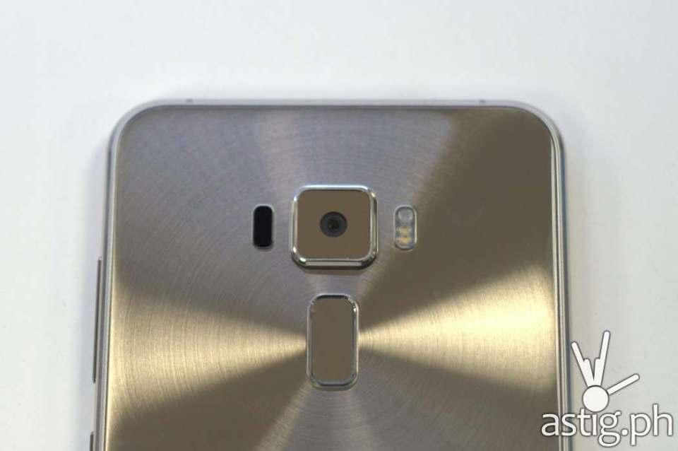 ASUS ZenFone 3 5.5 gold back upper showing fingerprint scanner and camera