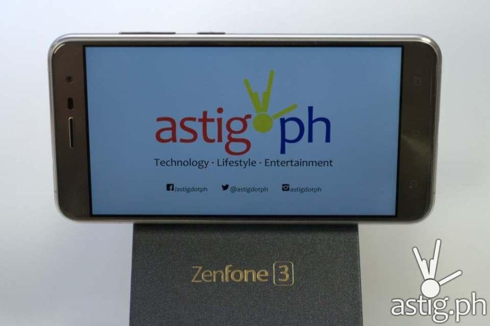 ASUS ZenFone 3 box close up
