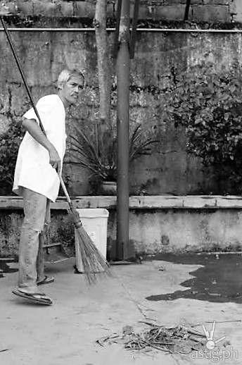 Rolando Inocencio as the caretaker
