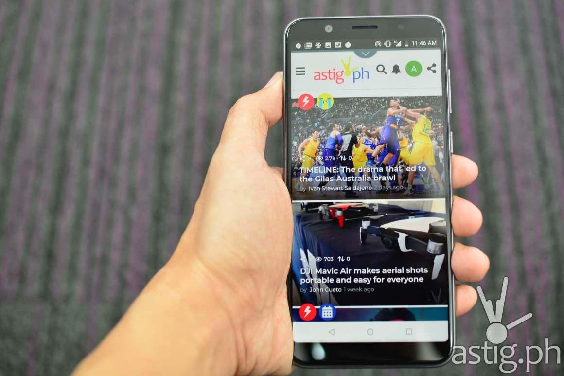 Zenfone Max Pro M1 front handheld