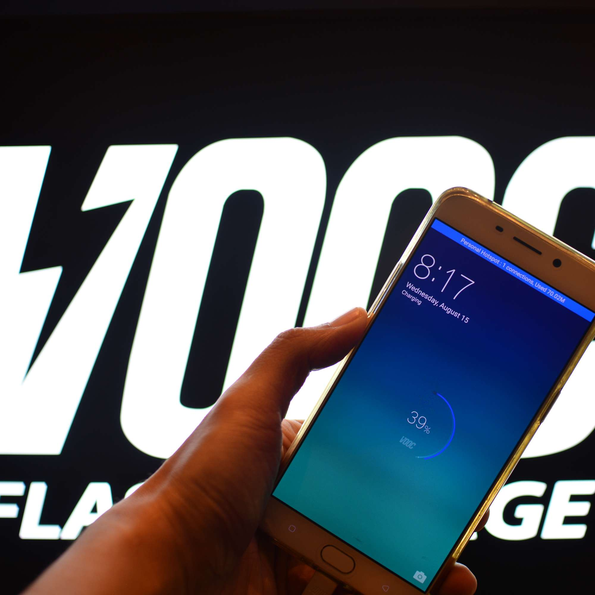 VOOC Fast Charge can yield enough battery life for 2 hours of talk time with just 5 minutes of charging