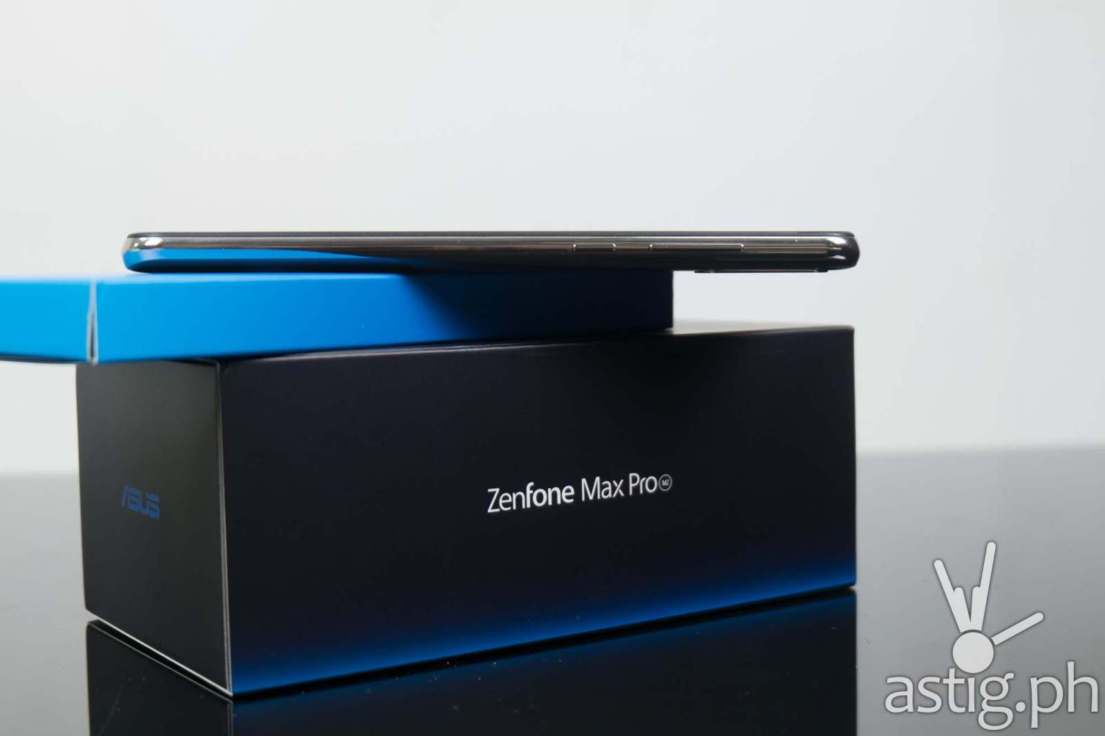 ASUS ZenFone Max Pro M2 (Philippines) - side showing volume and power