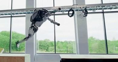 Boston Dynamics Atlas Robot Does Parkour
