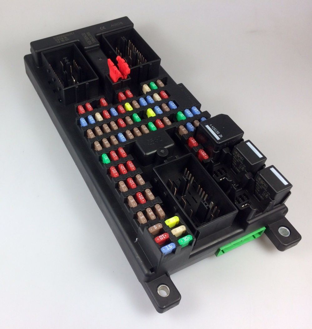 medium resolution of land rover discovery 3 4 rr sport fuse box assy yqe500420