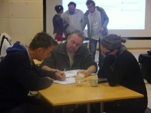 En arrière plan: Hervé Persain et Pierre Mativa, les animateurs de la rencontre