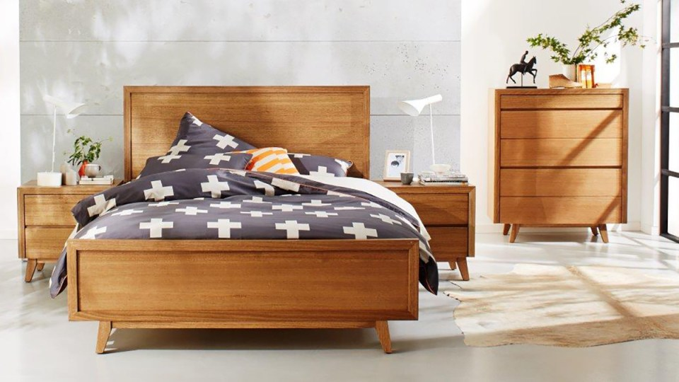 Retro Tasmanian Oak Bedroom Furniture