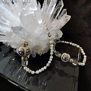Howlite blanche - cristal de roche - perle ancienne peinte à la main - bracelet création Astre et Minéral